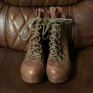 Kork-Ease Women's lace up leather heels boots.
